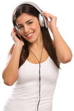 Jong meisje dat aan muziek op hoofdtelefoons luistert stock afbeeldingen