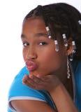 Jong meisje dat een kus blaast Stock Fotografie