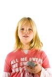 Jong meisje dat op TV let Royalty-vrije Stock Foto's