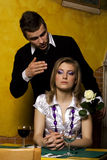 Jong meisje dat op zijn vriend wacht Royalty-vrije Stock Foto