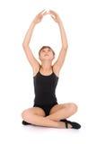 Jong meisje dat yogaoefeningen maakt Royalty-vrije Stock Foto's