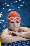 Jong meisje in de pool Stock Afbeelding