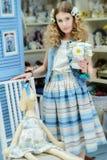 Jong meisje in de stijl van de Provence Stock Fotografie