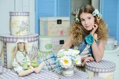 Jong meisje in de stijl van de Provence Royalty-vrije Stock Foto's