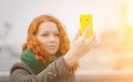 Jong meisje die een selfie nemen. royalty-vrije stock foto's