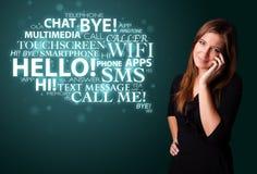 Jong meisje die telefonisch met woordwolk roepen Royalty-vrije Stock Fotografie