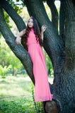 Jong meisje in een park Royalty-vrije Stock Afbeeldingen