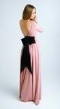 Jong meisje in een roze kleding Stock Foto