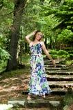 Jong meisje in het bos Royalty-vrije Stock Fotografie