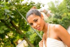 Jong Meisje in het park Stock Foto's