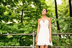 Jong meisje in het park Stock Afbeelding