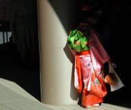 Jong meisje in Kimonoschaduw Royalty-vrije Stock Afbeeldingen