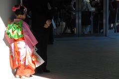 Jong meisje in Kimonoschaduw Stock Afbeeldingen