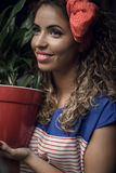 Jong meisje met bloemen royalty-vrije stock afbeeldingen