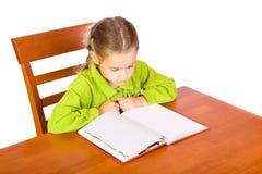 Jong meisje met boek stock afbeelding