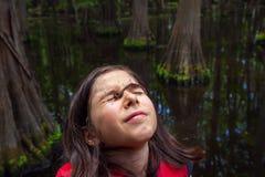 Jong Meisje met een Worm op Haar Gezicht in plaats van Haar Visserijhaak S Stock Afbeeldingen