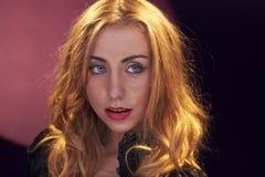 Jong meisje met expressieve ogen Royalty-vrije Stock Afbeeldingen