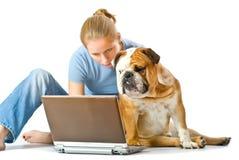 Jong meisje met haar huisdier Stock Afbeelding