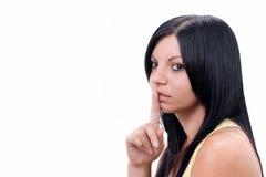 Jong meisje met haar vinger over haar mond Royalty-vrije Stock Fotografie