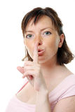 Jong meisje met haar vinger over haar mond Stock Afbeelding