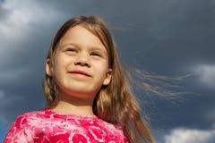Jong Meisje met Lang Haar Stock Afbeelding
