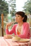 Jong meisje met mobiel Royalty-vrije Stock Fotografie