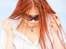 Jong meisje met rood haar Stock Fotografie