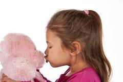 Jong meisje met roze kleding in studio Royalty-vrije Stock Afbeelding