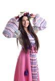 Jong meisje met slinger - oosters Russisch kostuum Stock Afbeelding