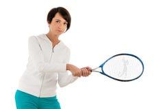 Jong meisje met tennisracket en geïsoleerd bal Royalty-vrije Stock Foto's