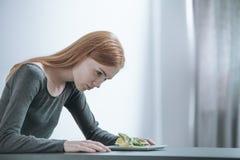 Jong meisje na strikt dieet stock foto