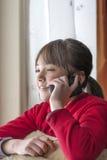 Jong meisje op cellphone. royalty-vrije stock foto