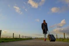 Jong meisje op de weg Royalty-vrije Stock Afbeelding