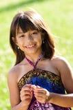 Jong meisje op een gebied royalty-vrije stock fotografie