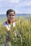 Jong meisje op een tarwegebied Royalty-vrije Stock Fotografie