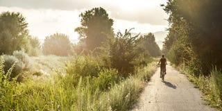 Jong meisje op fiets Stock Afbeelding