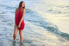 Jong meisje op het overzees Royalty-vrije Stock Foto's