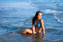 Jong meisje op het overzees Royalty-vrije Stock Fotografie