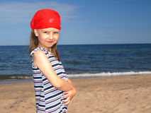 Jong meisje op het strand Royalty-vrije Stock Foto