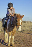 Jong meisje op poney Royalty-vrije Stock Foto