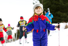 Jong meisje op skischool Royalty-vrije Stock Afbeelding