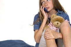 Jong Meisje op Telefoon Stock Foto's