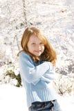 Jong meisje in sneeuw stock foto's