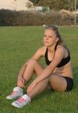 Jong meisje in trainingkleren Royalty-vrije Stock Foto