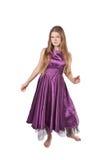 Jong meisje in violette kleding Stock Afbeeldingen