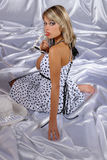 Jong meisje in wit Royalty-vrije Stock Foto's