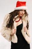 Jong model in de hoed van de Kerstman Stock Foto's