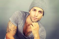 Jong model met een hoed Stock Afbeelding