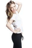 Jong mooi brunette womantouches haar haar Stock Fotografie