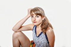 Jong mooi meisje die emotioneel stellen geïsoleerd op witte achtergrond, het concept van levensstijlmensen royalty-vrije stock afbeeldingen